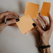 Post-it notes in the hands of a female